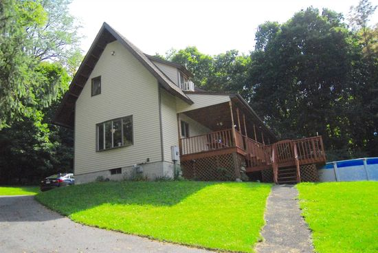 32 Amherst Ln Wappingers Falls, NY